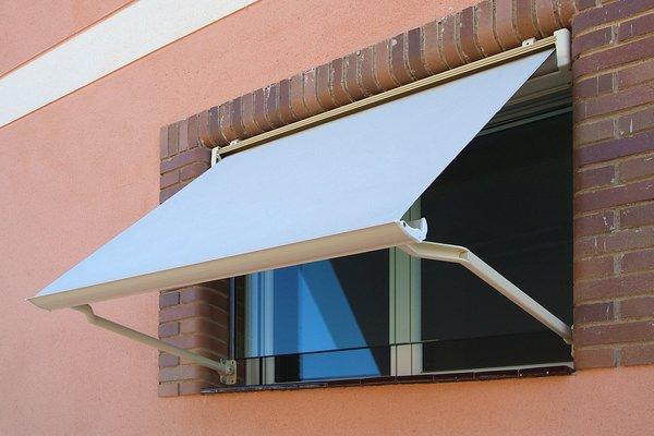 Precios toldos para ventanas materiales de construcci n - Toldos para patios precios ...